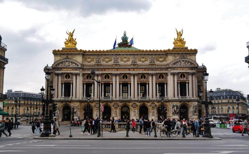 اپرای پاریس تعداد زیادی را بیان می کند